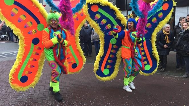 In beeld: de carnavalsoptocht in Holten, met een lach en een traan