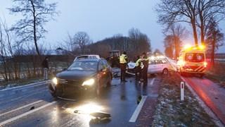 Chaos door gladheid buiten Kampen: ene na andere ongeval op N763