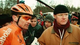 Herman Snoeijink (rechts) naast Adrie van der Poel tijdens het WK veldrijden in 1998