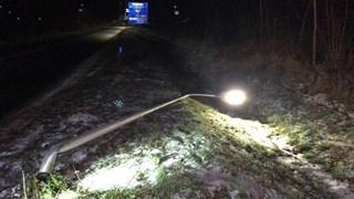 De auto ramde een lantaarnpaal in Denekamp