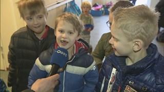Leerlingen van de basisschool willen dat de school blijft.