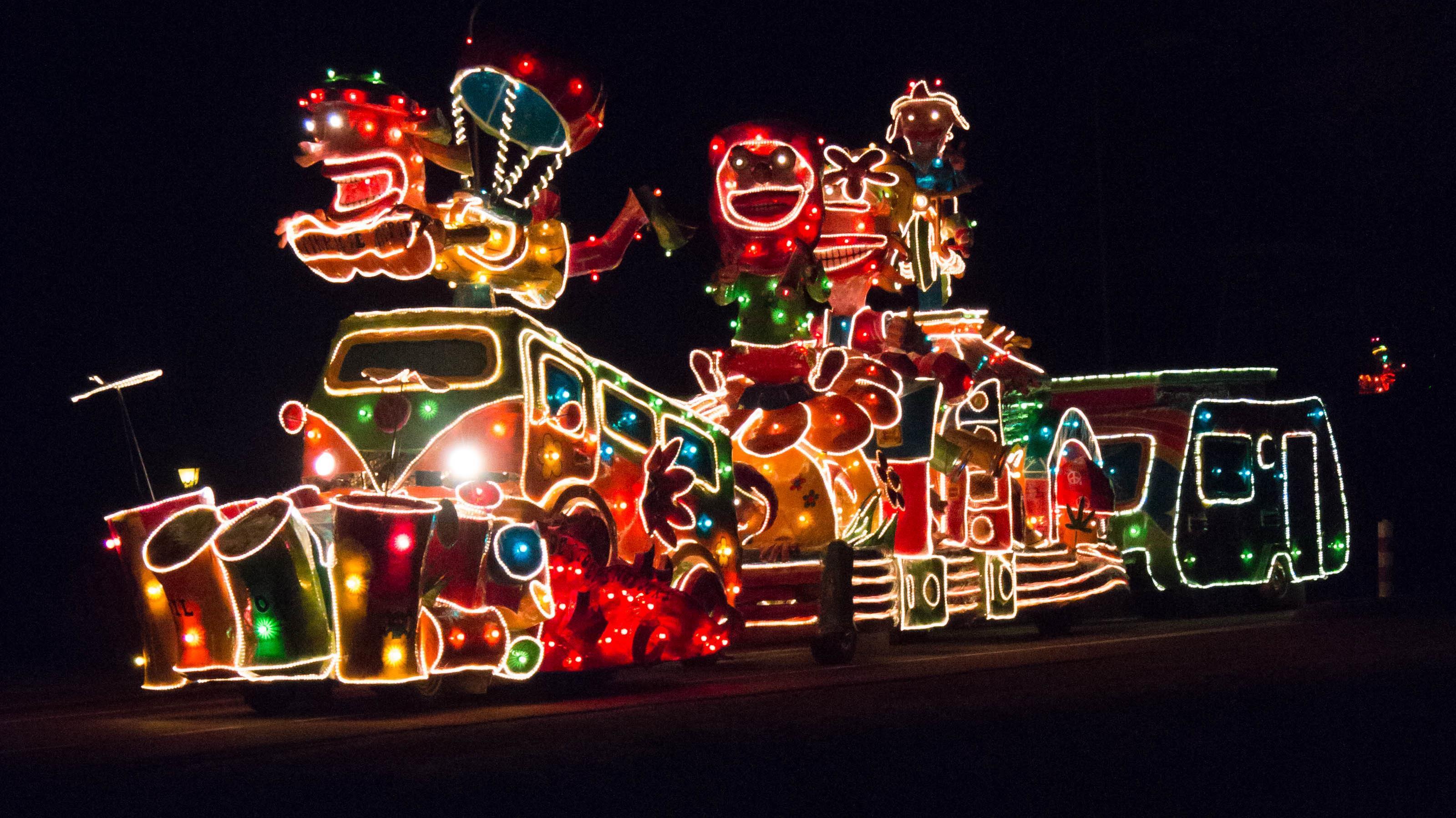 Kijk terug: Verlichte carnavalsoptocht Lemelerveld 2018
