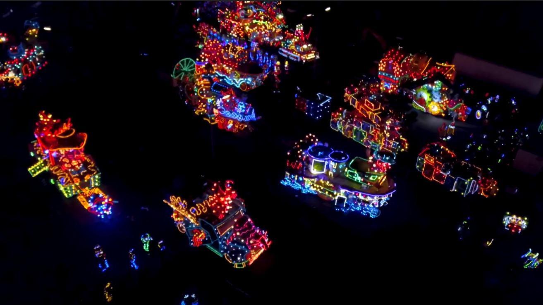 Tof! De verlichte carnavalsoptocht Lemelerveld vanuit de lucht
