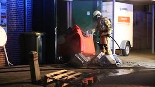 Brandweer blust brand in supermarkt in Daarle