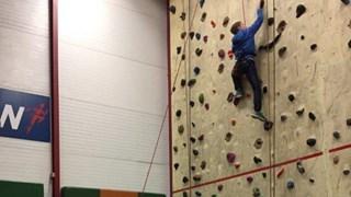 Joost Ensink in actie tijdens het klimmen