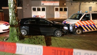 Auto klemgereden in Enschede