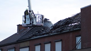 Brand boven supermarkt in Rijssen onder controle, twee honden gered