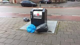 Bij invoeren diftar nog veel vuilniszakken naast containers in Enschede