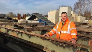 Enschedese spoorbrug verplaatst naar Rekken voor restauratie