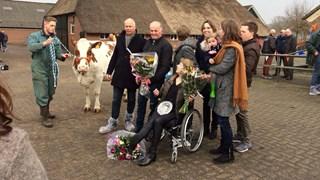 Emma 71 werd vanmiddag in Wesepe gehuldigd als MRIJ-koe van het jaar