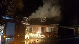 Woningbrand in Geesteren, brandweer rukt uit met groot materieel