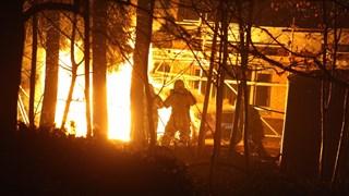 Auto totaal verwoest door brand in Rijssen