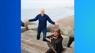 Arjan Erkel doet samen met oud-Normaal gitarist Jan Wilm Tolkamp theaters in Overijssel aan
