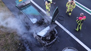 Auto verwoest door brand op N35