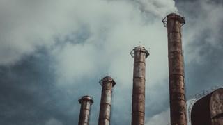 Vervuilende bedrijven krijgen mogelijk minder snel milieuvergunning