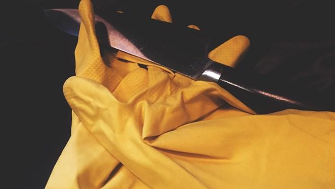 Komt verdachte 'voogdijmoord' vrij door gele keukenhandschoenen?