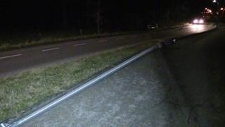 Auto vliegt uit de bocht in Enschede