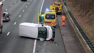 Bus zwaar beschadigd op A35 bij Borne