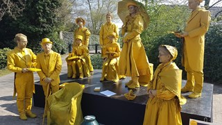 Levende standbeelden in Borne
