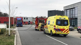 Chauffeur onderzocht door ambulancepersoneel