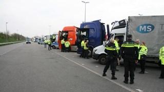 Een achtervolging, drugs en heel veel boetes bij internationale politieactie bij De Lutte