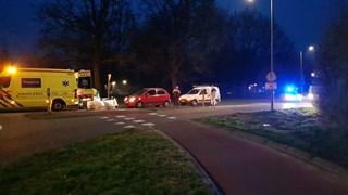 Vrouw met ambulance naar het ziekenhuis na botsing in Enschede
