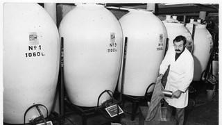Wijlen Harrie Woolderink in de distilleerderij