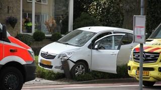 Auto botste ook tegen paal
