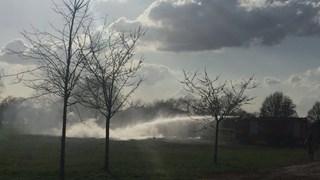 Brandweer blust opgelaaide paasbult in Borne