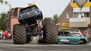 Ongeluk met monstertruck in Haaksbergen