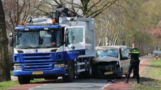 Achterop vrachtwagen gebotst