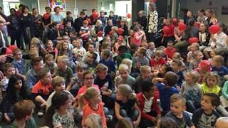School zet Voice Kids-winnaar Yosine in het zonnetje