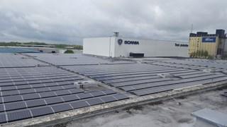 Scania neemt 'grootste industriële zonnedak van het land' in gebruik