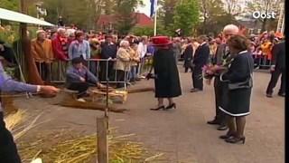 Koningin Beatrix in 2003 in Wijhe en Deventer