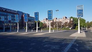 Een leeg busstation in Enschede