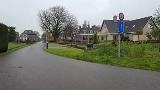 De Blekerijweg in IJsselmuiden waar voorheen de wasserij gevestigd was