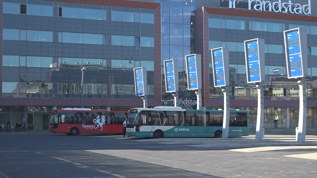 Slechts een enkele bus reed vandaag wel - fotograaf: RTV Oost