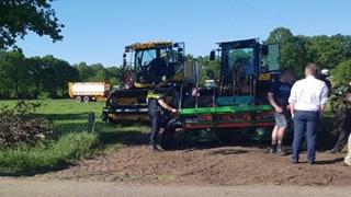 Botsing tussen landbouwvoertuig en auto