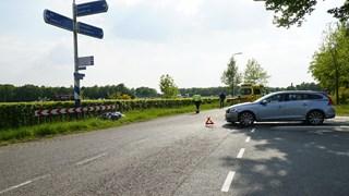 Motorrijder gewond na frontale botsing met auto in Bathmen