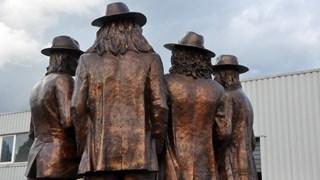 Het bronzen beeld wordt vanmiddag in Hummelo onthuld