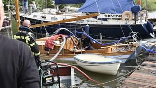 Boot gezonken in jachthaven in Kampen