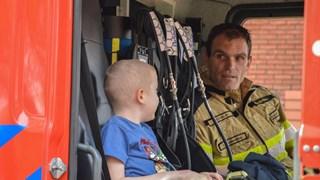 Ernstig zieke Tamer in de brandweerauto