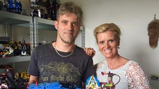 Esther Rikken op bezoek bij Lego-bouwer Mark Holtmaat