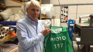 Jakob Lameijer levert met zijn bedrijf Phoenext 9000 hesjes voor het WK in Rusland