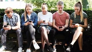 De 'mobiele brigade' ten voeten uit, veel gezien tafereel in het hedendaagse straatbeeld