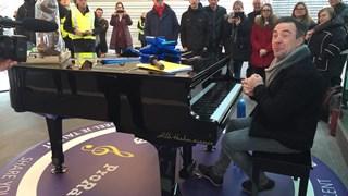 Zwollenaar Hans Jansen mocht eerder dit jaar de nieuwe stationspiano van Zwolle inspelen