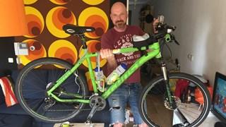 Daan Obdeijn met zijn fiets; alweer nieuwe plannen