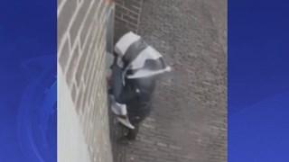 Oude vrouw beroofd na babbeltruc in Deventer