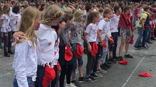 Ruim 1100 basisschoolleerlingen dansen op Thriller