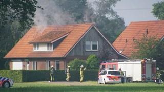 De brand woedt op de zolder van de woning in Haaksbergen